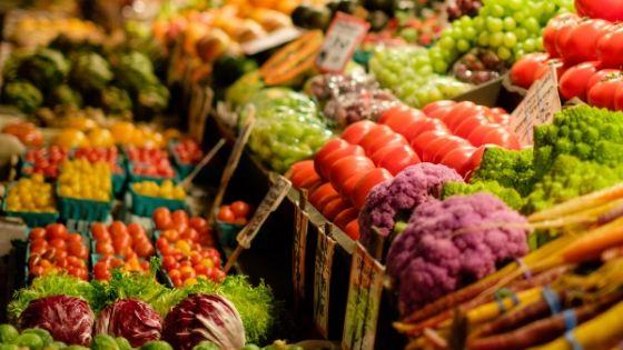 Saisonales Gemüse auf Wochenmarkt