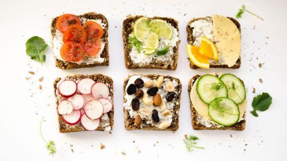 Gesunde, selbst zubereitete Brote als günstiger Snack für unterwegs und zwischendurch