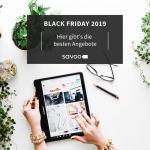 Person shoppt in den Black Friday 2019 Angeboten auf einem Tablet umringt von Pflanzen