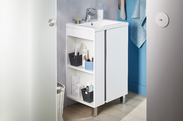 Placard de salle de bain Lapeyre blanc avec étagères de rangement