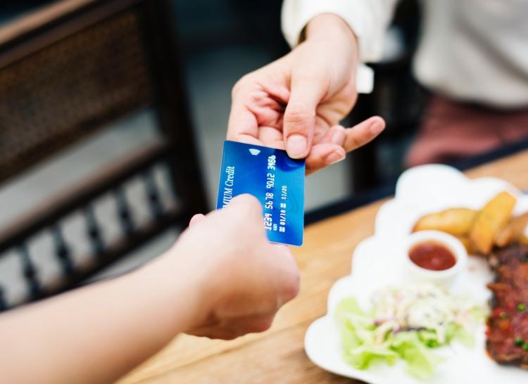 sortir_pas_cher_au_restaurant_payer_addition