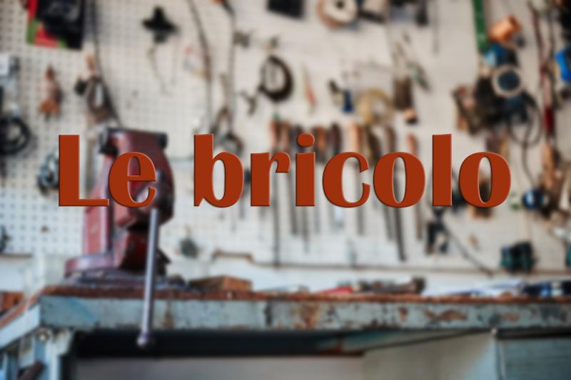 """Etabli avec outils et titre """"Le Bricolo"""""""