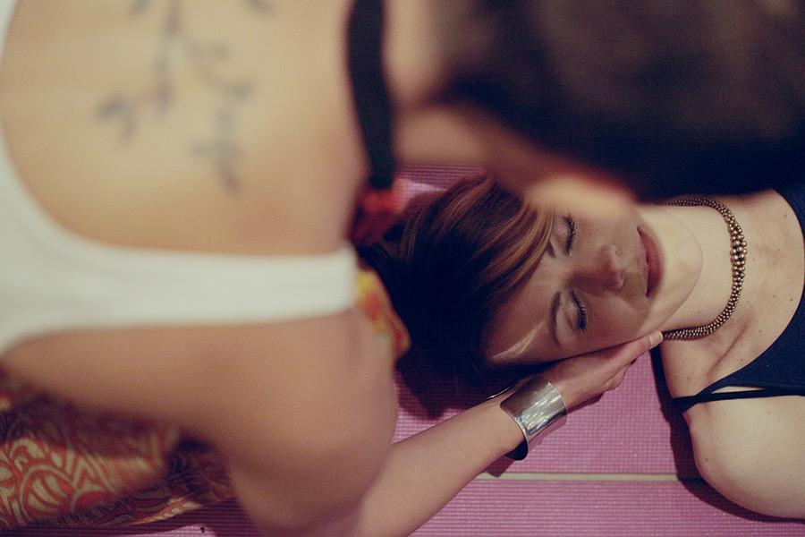 Femme qui se fait masser