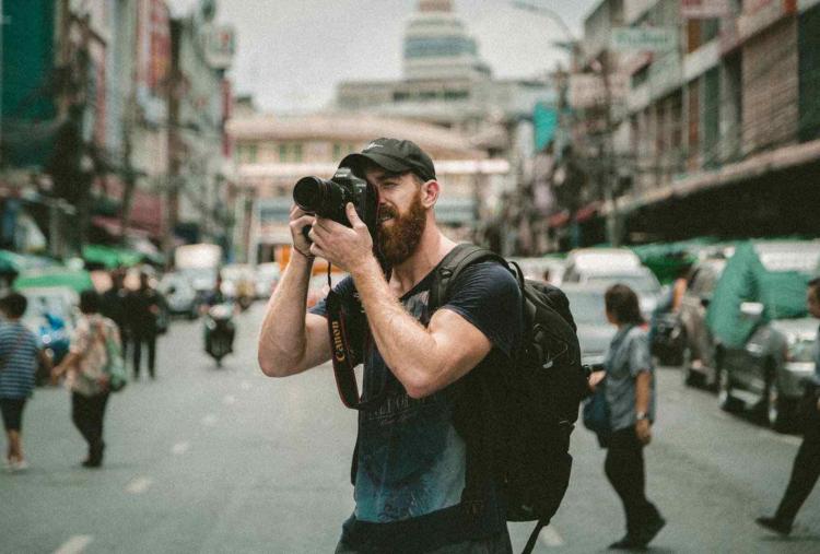 Photographe-prenant-une-photo