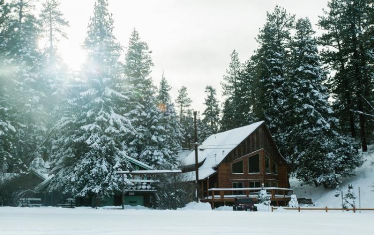 Vacances au ski pas cher chalet enneigé