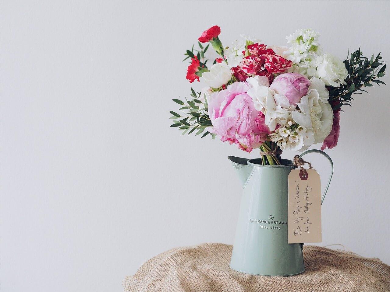 Flower bouquet in Valentine's bucket