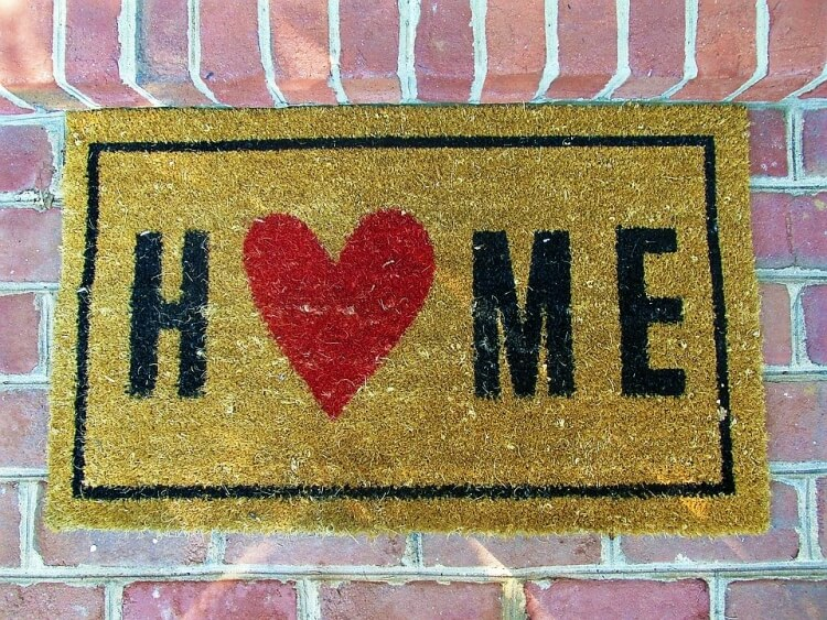 Home welcome mat with heart