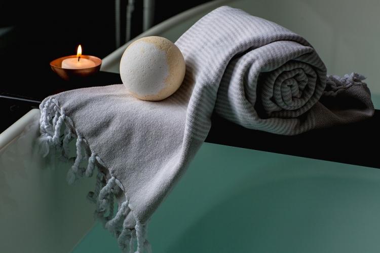 bath bomb candle bath